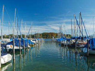 Yachthafen in Breitbrunn am Chiemsee